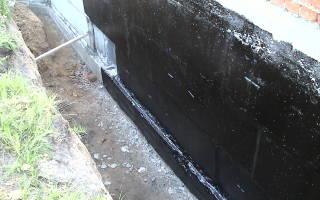 Устройство боковой обмазочной изоляции стен фундаментов из сухих смесей