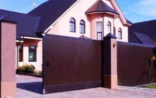 Сочетание цвета забора и фасада дома