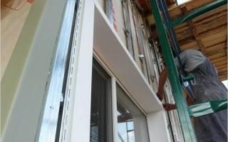 Монтаж околооконной планки сайдинга возле оконных и дверных проемов
