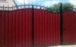 Как правильно построить забор из профлиста с воротами и калиткой?