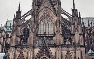 Сколько башен должно быть на фасаде готического собора