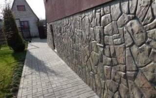 Отделка цоколя частного дома штукатурка с имитацией камня