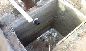 На каком расстоянии от фундамента можно копать сливную яму