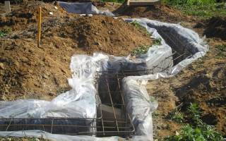 Можно ли залить ленточный фундамент без опалубки в траншею?