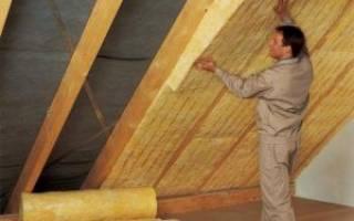 Как утеплить двухскатную крышу?