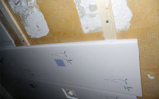 Как сделать обрешетку под пластиковые панели из металлического профиля?