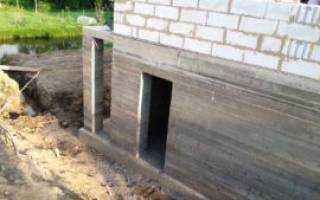 Как правильно построить фундамент для дома с цокольным этажом?