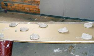 Можно ли гипсокартон крепить прямо к потолку на саморезы?