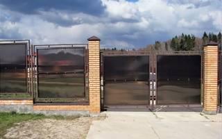 Как построить забор из поликарбоната в саду своими руками пошагово?