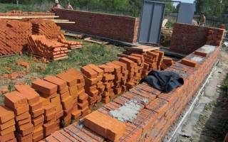 Как построить дом из кирпича своими руками от фундамента?